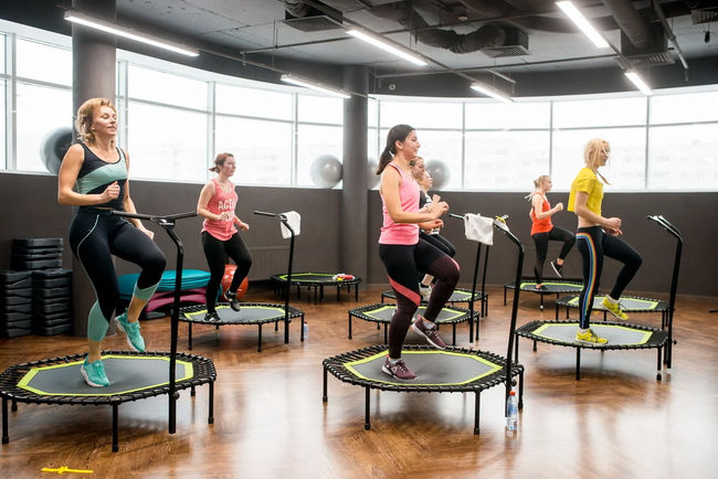 Фитнес прыжки на батуте для похудения