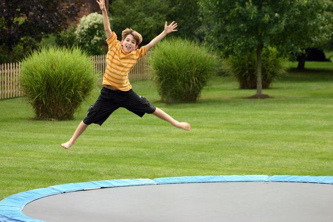 Упражнения на батуте для детей1